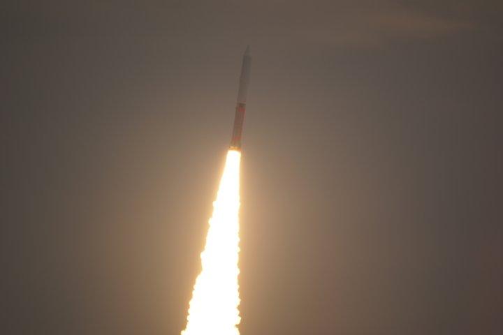 上昇するM-Vロケット