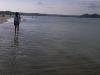 海岸沿いの少女